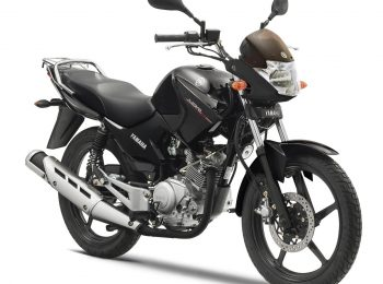 2014-Yamaha-YBR125-EU-Midnight-Black-Studio-001