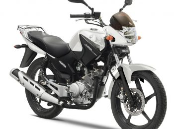 2014-Yamaha-YBR125-EU-Competition-White-Studio-001